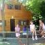 El camping disposa de bungalows i xalets des de 2 fins a 12 persones totalment equipats