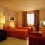 El nostre Hotel ** disposar d'habitacions dobles, triples i familiars, totes equipades amb TV,  bany, calefacció i aire condicionat. Sota petició també disposem de bressols i llits supletoris.