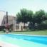 gran jardí amb piscina