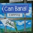 El cartel de la entrada de nuestro camping - Can Banal.