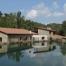 les 2 casas de turisme rural d'en moli d'en Sala , amb la bassa que serveix de piscina l'estiu