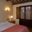 Habitació especial número 32 amb llit de matrimoni articulat i amb matalàs de làtex, cambra de bany completa, 2 butaques. TV plana, aire condicionat, calefacció, terrassa exterior, WIFI.