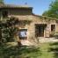 Façana de la casa amb entrada i petita terrassa.
