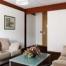 Habitació amb espai de sofàs.