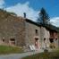 Casa de lloger íntegre per a cinc persones. Situada a1550m sobre el nivell del mar, en el Pirineu Oriental amb magníficas vistas de la Vall de Ribes. Disposa de cuina-menjador, dos habitacions i un bayn.