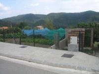 En Borredà,  las parcelas que corresponden al Municipio,  de las nuevas urbanizaciones;  solamente se utilizan como huertos.  No sabe el Ayuntamiento que son para vender,  y con el dinero hacer vivienda social.   Ayuntamientos IGNORANTES