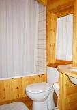 Bany a l'interior d'un bungalow tipus A.