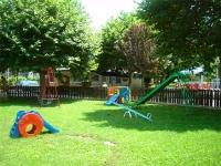 Parc infantil dins del càmping.
