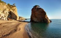 illa Roja (nudista), a 400 metres (per camí de ronda) del càmping ElMaset