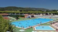 Una de les zones de piscina del càmping.