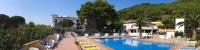 L'hotel i els apartaments La Masia, situats al centre de la Costa Brava, formen un complex hoteler familiar distribuït en una parcel.la de 12.000 m². El seu bon servei i les completes instal.lacions ofereixen una immillorable relació qualitat-preu per gaudir d'unes agradables vacances.