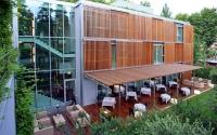 El restaurant, guardonat amb 1* Michelin, té capacitat per a 56  comensals. Situat en el pavelló de nova construcció, en ple contacte amb el jardí, l'interior i l'exterior es troben a  través de grans finestrals.