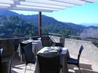 Fantàstica vista des de la terrassa de la casa. Amb bon temps en aquesta terrassa servim els esmorzars i, a les tardes, es pot gaudir d'una posta de sol inoblidable.