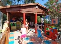 Play Center infantil tots els dies, amb un programa d'activitats per tota la familia.
