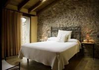 2 habitacions dobles i una amb tres llits individuals