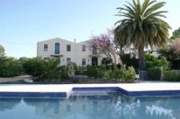 Detall de piscina,solarium i façana