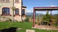 la torre, situada al cor del Solsonès, esta envoltada de paratges naturals de gran bellesa, veniu i gaudiu de la tranquilitat de l'entorn, i també de les comoditats que ofereix una casa rural a tocar del nucli antic de la ciutat de Solsona
