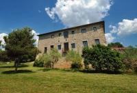 L'allotjament Rural Mas Espuella és una masia pairal del segle XVII situada al poble d'Argelaguer, als peus de l'Alta Garrotxa. Està reconstruïda amb tot detall, respectant l'entorn natural i el seu caràcter rural.