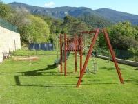 Parc infantil a l'exterior de la casa