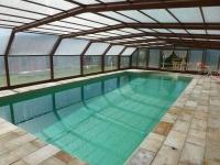 La casa disposa de piscina coberta