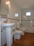 Un dels banys de la casa