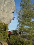A tan sols 5 minuts a peu, gaudireu de l'escola d'escalada de Vilanova de Prades, amb mes de 400 vies d'escalada per a tots els nivells.