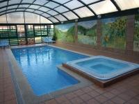 piscina climatizada y jacuzzi