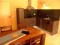 Apartament 2-4 PAX, detall de la cuina.
