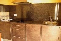 Apartament 2 PAX, detall de la cuina.