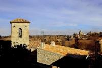 Sant Pere de Castellnou de les Oluges i el castell de Malgrat al fons.