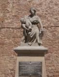 Escultura commemorativa del 1714.  Situada a la plaça de la Fira de dalt