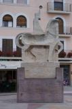 Escultura eqüestre del comte Borrell II.  L'autor és Josep Maria Subirachs i fou inaugurada l'any 1986.