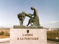 Monument a la puntaire de l'Arboç,obra del pintor i escultor Joan Tuset. Es una escultura en bronze de tamany natural, situada en una de les rotondes, de la N-340 a l'entrada de l'Arboç (Tarragona) i que va ser inaugurada, l'any 2005 per l'aleshores, conseller de Comerç i Turisme de la Generalitat