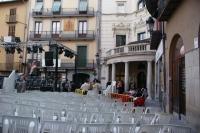 Plaça de Sant Pere i Ajuntament, preparant el concert d'una setmana abans de la Patum