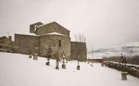 Església de Sant Cosme i Sant Damià de Queixans amb neu