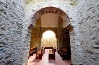 Passadís interior de l'Església Sant Esteve de Les Pereres