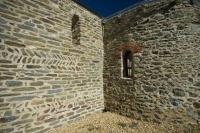 Exterior de les parets de l'Església Sant Esteve de Les Pereres