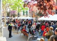 Parades de llibres per Sant Jordi pels carrers de Cardedeu