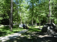 Zona de picnic, amb barbacoa, a l'Artiga de Lin