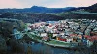 petit poble de comarca Osona rodejat per riu Ter.
