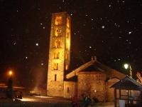 Esglèsia de Sant Climent de Taüll, en plena nevada.