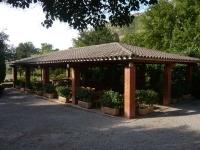 Porxo exterior del restaurant Font de la Pineda amb una capacitat per 140 començals.