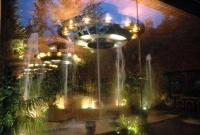 Detall fonts i il·luminació exterior a les nits.