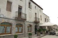 Façana de la masia Cal Tresó on està ubicat el nostre restaurant a la planta baixa.